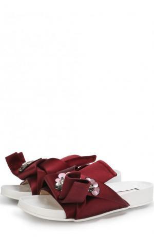 Атласные шлепанцы с бантом и брошью No. 21. Цвет: бордовый
