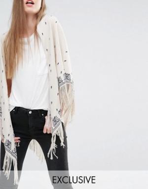 Becksondergaard Oversize-шарф с цветочным принтом и бахромой. Цвет: кремовый
