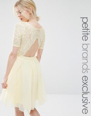 John Zack Petite Платье миди для выпускного с кружевным лифом и вырезами Peti. Цвет: желтый