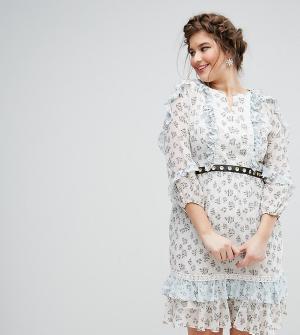 Truly You Короткое приталенное платье в цветочек с поясом. Цвет: мульти