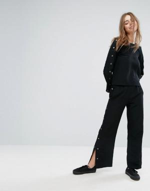 Monki Свободные брюки с кнопками. Цвет: черный