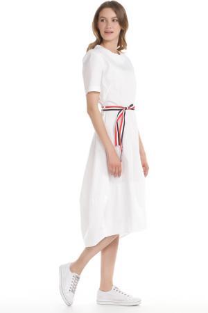 Полуприлегающее платье с поясом на шлевках LUMINA. Цвет: белый