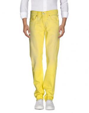 Джинсовые брюки TRUE RELIGION. Цвет: желтый