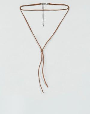 ASOS Коричневое ожерелье-чокер из искусственной замши. Цвет: рыжий
