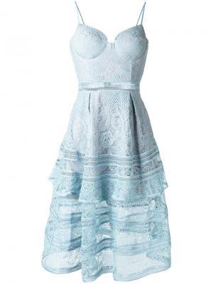 Платье с полупрозрачной кружевной отделкой Self-Portrait. Цвет: синий