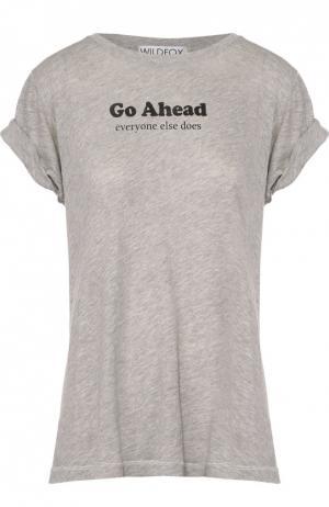Хлопковая футболка прямого кроя с контрастной надписью Wildfox. Цвет: серый