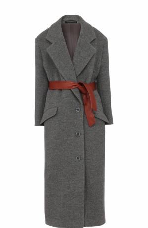 Шерстяное пальто с контрастным кожаным поясом Vika Gazinskaya. Цвет: серый