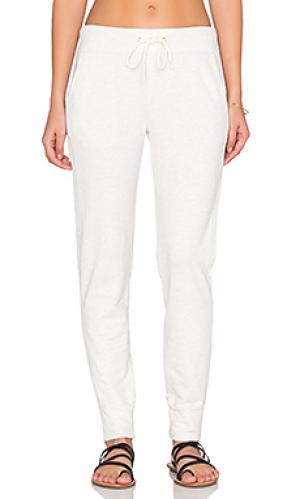 Свободные брюки sporty MONROW. Цвет: светло-серый