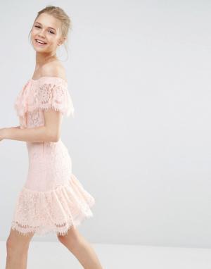 Endless Rose Кружевное платье с открытыми плечами. Цвет: розовый