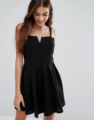 Wal G Короткое приталенное платье на бретельках. Цвет: черный