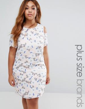 Koko Цельнокройное платье с цветочным принтом и открытыми плечами Plus. Цвет: розовый