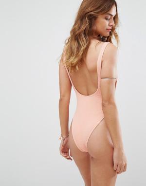 Motel Слитный купальник с глубоким вырезом на спине. Цвет: розовый
