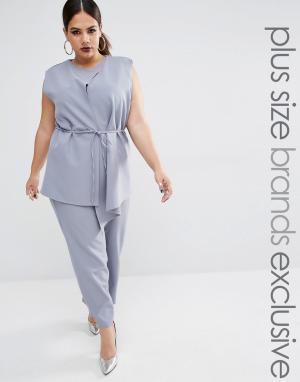 Lavish Alice Plus Комбинезон с юбкой-шортами и ремнем на талии. Цвет: серый