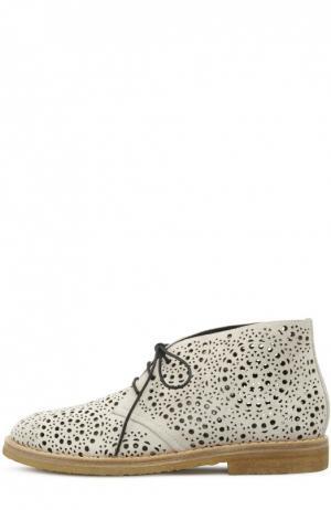 Замшевые ботинки с перфорацией Alaia. Цвет: белый