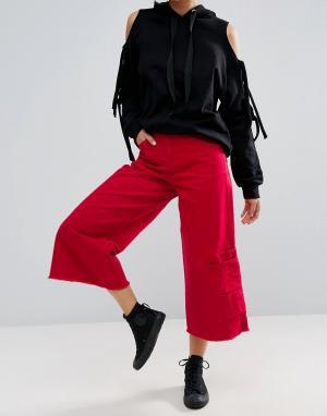 ASOS Ярко-красные расклешенные джинсы с карманами внизу. Цвет: красный
