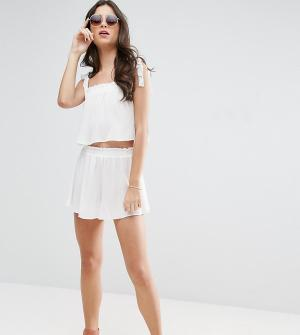ASOS Petite Комбинируемые пляжные шорты с оборками. Цвет: белый
