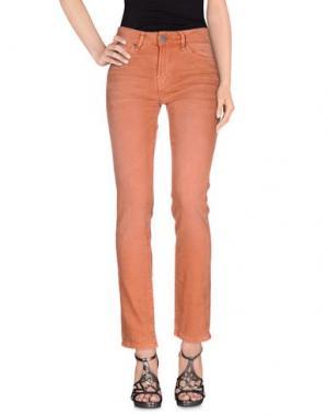 Джинсовые брюки GUESS. Цвет: ржаво-коричневый