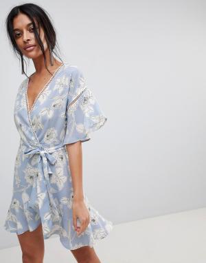 Moon River Платье с запахом и цветочным принтом. Цвет: синий