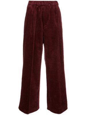 Укороченные брюки с ребристой фактурой Astraet. Цвет: красный