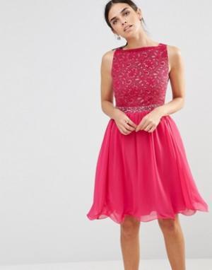 Laced In Love Розовое приталенное платье со свободной юбкой. Цвет: розовый
