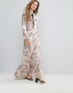 The English Factory Платье макси с оборками и цветочным принтом. Цвет: мульти