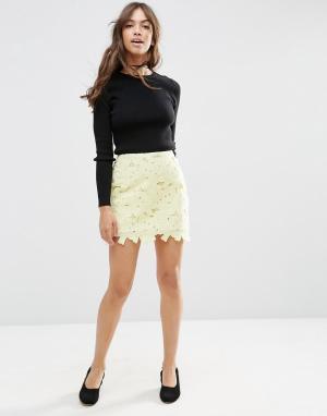 ASOS Кружевная мини-юбка с фигурной кромкой. Цвет: желтый
