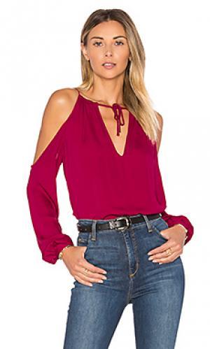 Блуза с открытыми плечами и глубоким v-образным воротом LAcademie L'Academie. Цвет: вишня