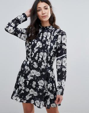 Unique 21 Короткое приталенное платье с высокой горловиной и складками. Цвет: черный