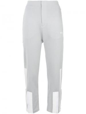 Укороченные брюки с аппликацией Y-3. Цвет: серый