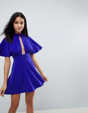 Love Короткое приталенное платье с чокером. Цвет: синий