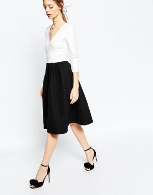ASOS Платье миди с фактурной юбкой. Цвет: кремовый