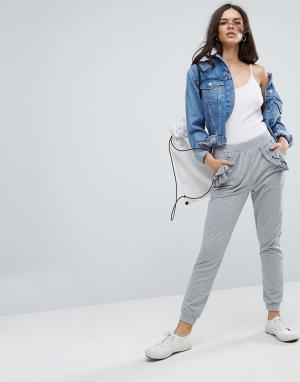 ASOS Джоггеры с ткаными рюшами на карманах. Цвет: серый