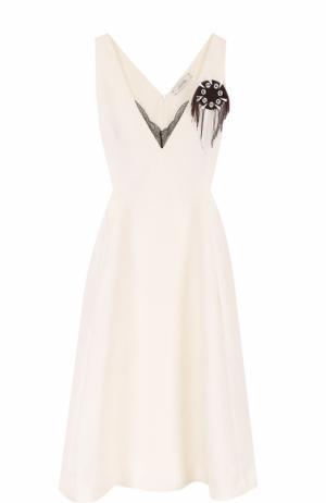 Приталенное платье-миди с контрастной брошью Dorothee Schumacher. Цвет: белый
