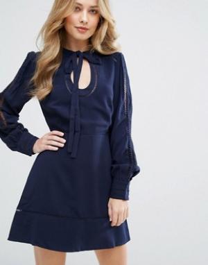 Adelyn Rae Платье с вырезом капелькой. Цвет: темно-синий