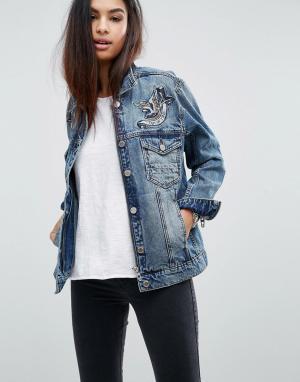 BLANK NYC Джинсовая oversize-куртка с вышивкой. Цвет: синий