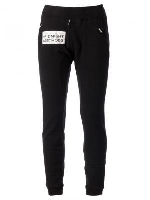 Узкие спортивные брюки 00:00:Mm Midnight Methods. Цвет: чёрный