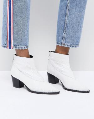 Gestuz Ботинки в стиле вестерн из искусственной змеиной кожи. Цвет: белый