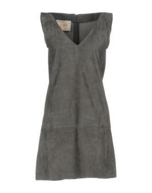 Короткое платье VINTAGE DE LUXE. Цвет: серый