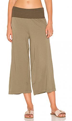 Укороченная юбка-брюки Michael Stars. Цвет: оливковый
