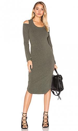 Платье с вырезами на плечах MONROW. Цвет: оливковый