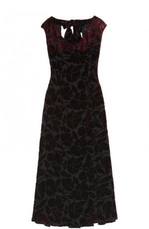 Бархатное платье-миди с V-образным вырезом St. John. Цвет: бордовый