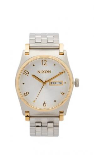 Часы Jane Nixon