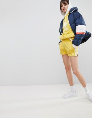 Adidas Originals Желтые шорты с тремя полосками adicolor. Цвет: желтый
