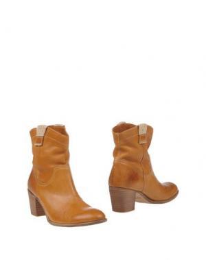 Полусапоги и высокие ботинки KEB. Цвет: коричневый