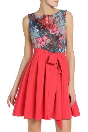 Короткое платье с легкой юбкой Eva Davidova. Цвет: малиновый