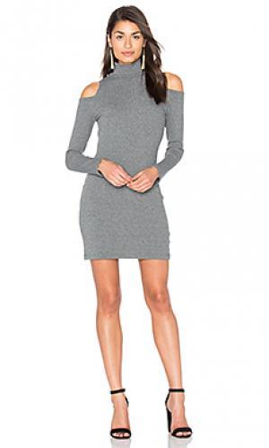 Свободное мини платье с вафельной вязкой Splendid. Цвет: серый