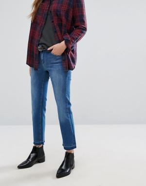Only Прямые укороченные джинсы с распущенными краями. Цвет: синий