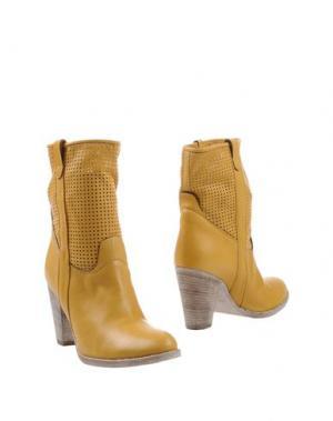 Полусапоги и высокие ботинки TWO 6 SHOES. Цвет: желтый