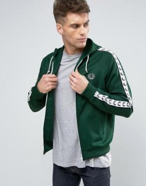 Fred Perry Зеленая спортивная куртка с капюшоном Sports Authentic. Цвет: зеленый