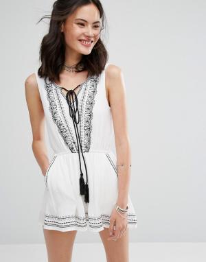 Raga Платье с завязкой и кисточками Like A Charm. Цвет: белый